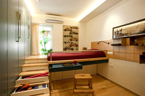 Подиум со спальным местом сверху оборудуется выкатными ящиками