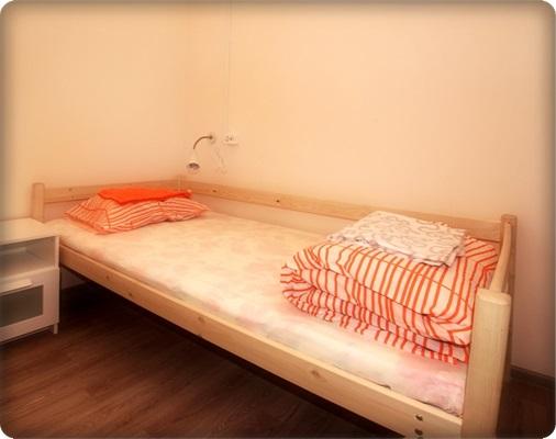 Стандартная односпальная кровать будет удачным приобретением как для дома или дачи