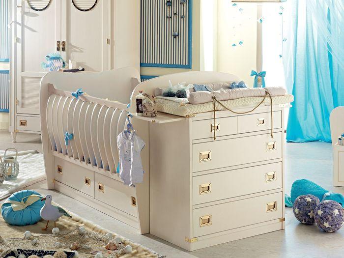 Удобная детская кровать с комодом