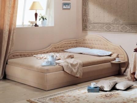 Угловая двуспальная кровать