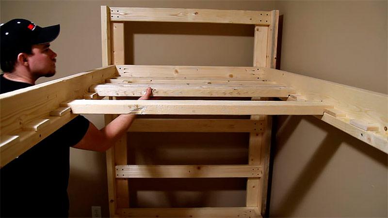 Как уложить рейки на верхнее дно