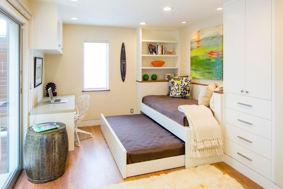 Выдвижная кровать с местом для хранения вещей в детскую