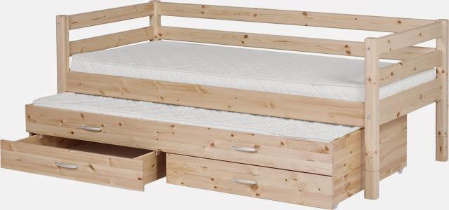 Выкатная кровать из дерева