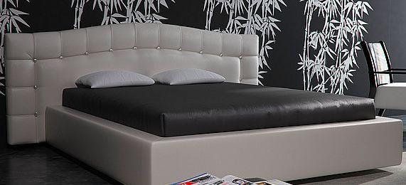 Взрослая кровать с мягким изголовьем