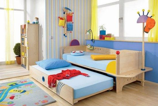 Яркая детская с выкатными кроватями