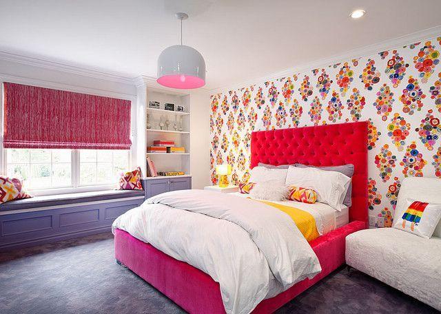 Ярко-красное мягкое изголовье кровати