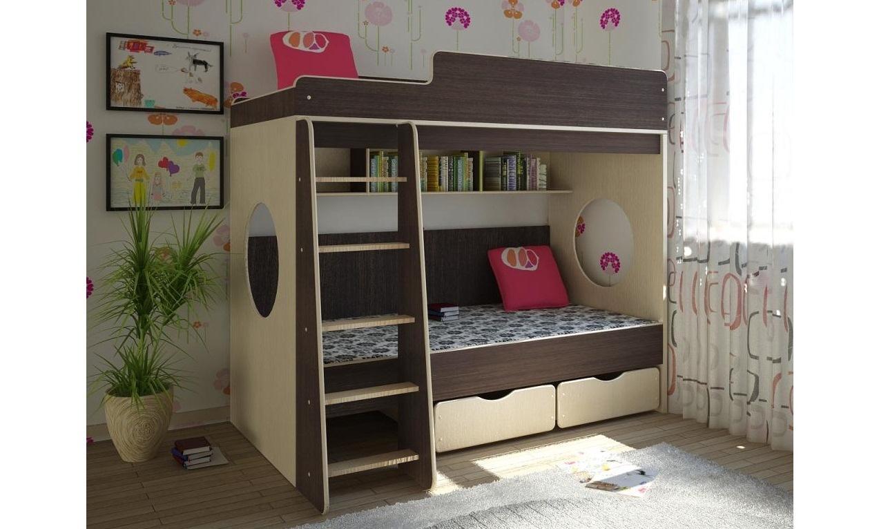 Кровать с полками для хранения вещей