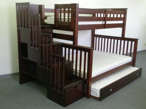 Модель двухъярусной кровати с лестницей