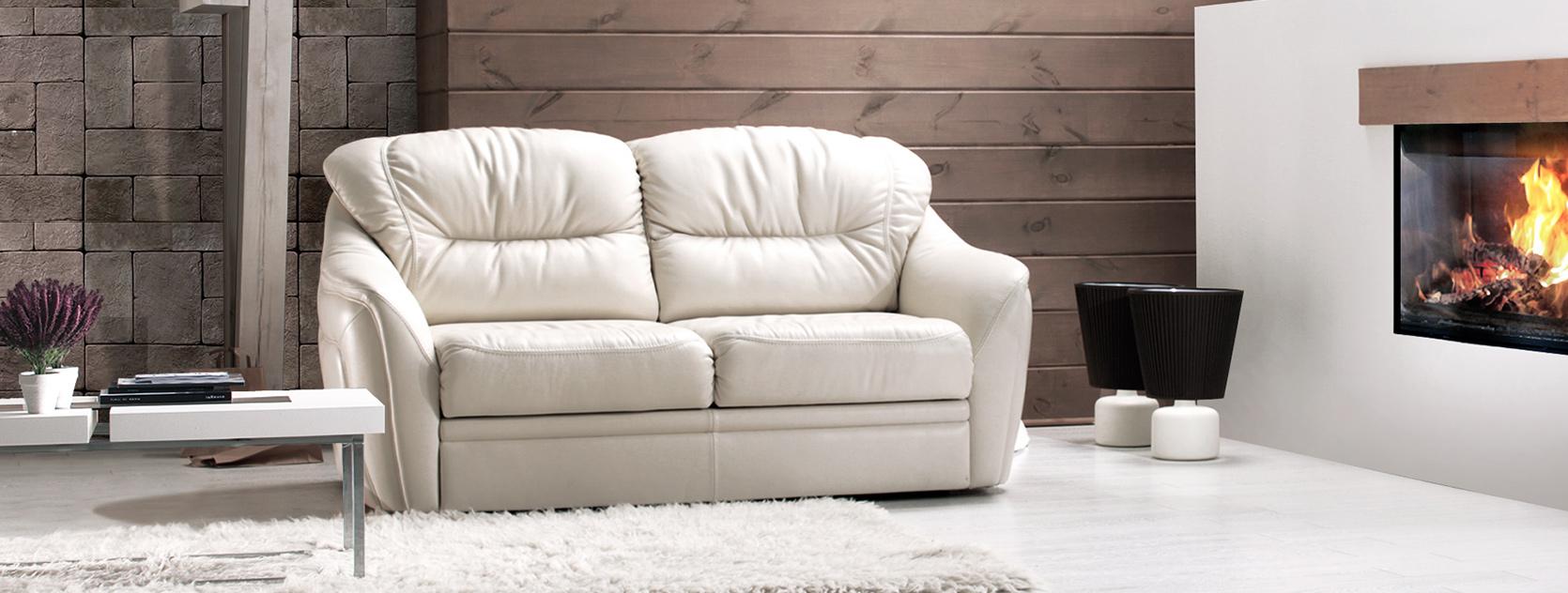 Белый кожаный диван в интерьере