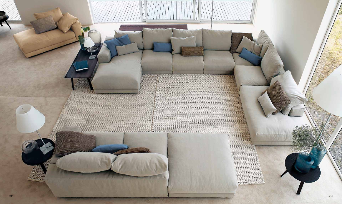 Большой бескаркасный диван