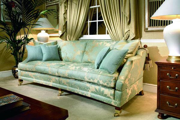 Куда поставить диван
