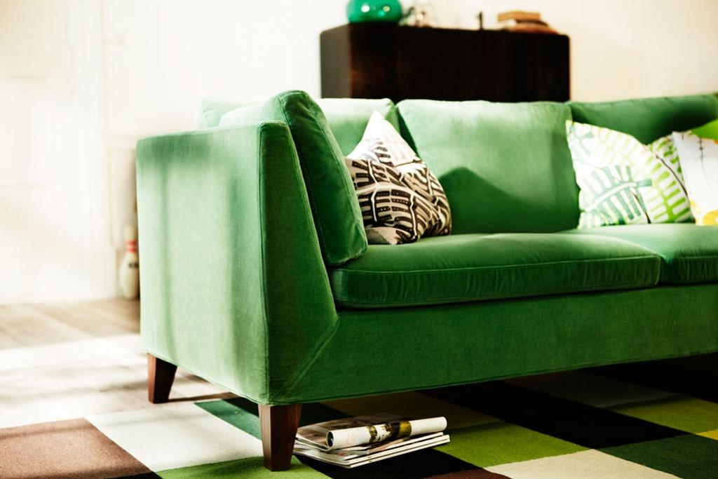 Модные и яркие цвета диванов для гостиной