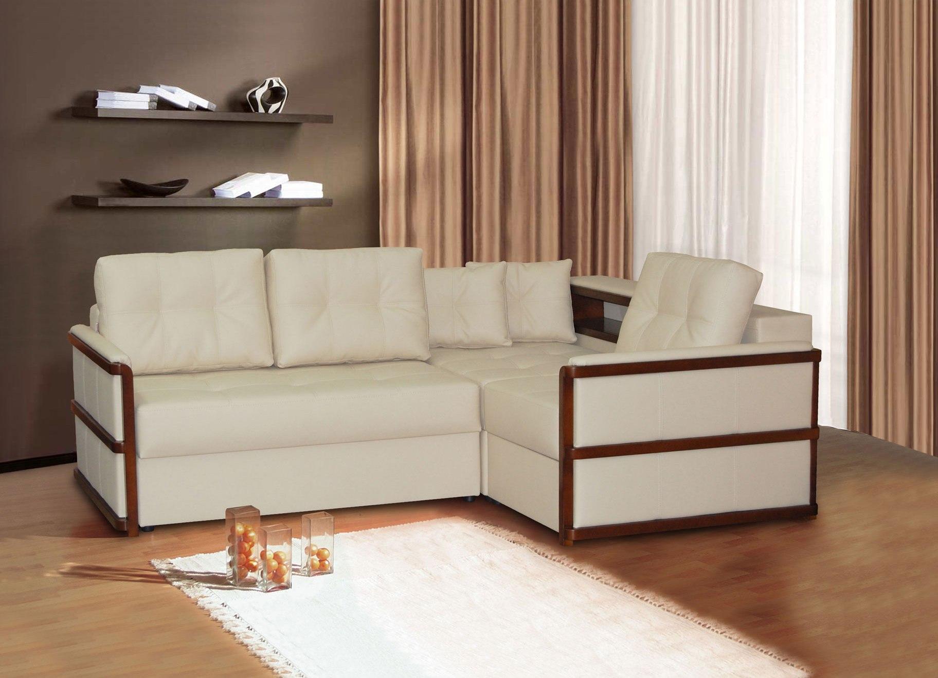 Небольшой светлый диван
