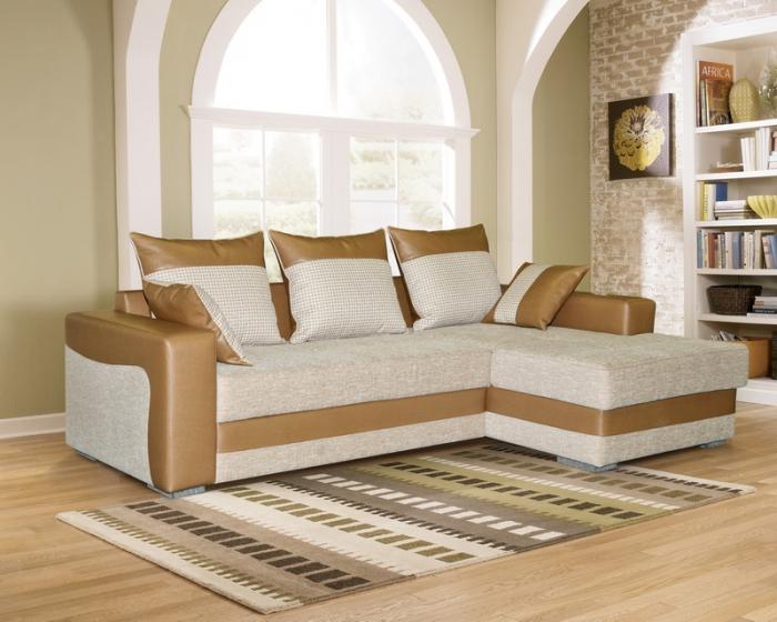 Угловой диван с кожаными вставками