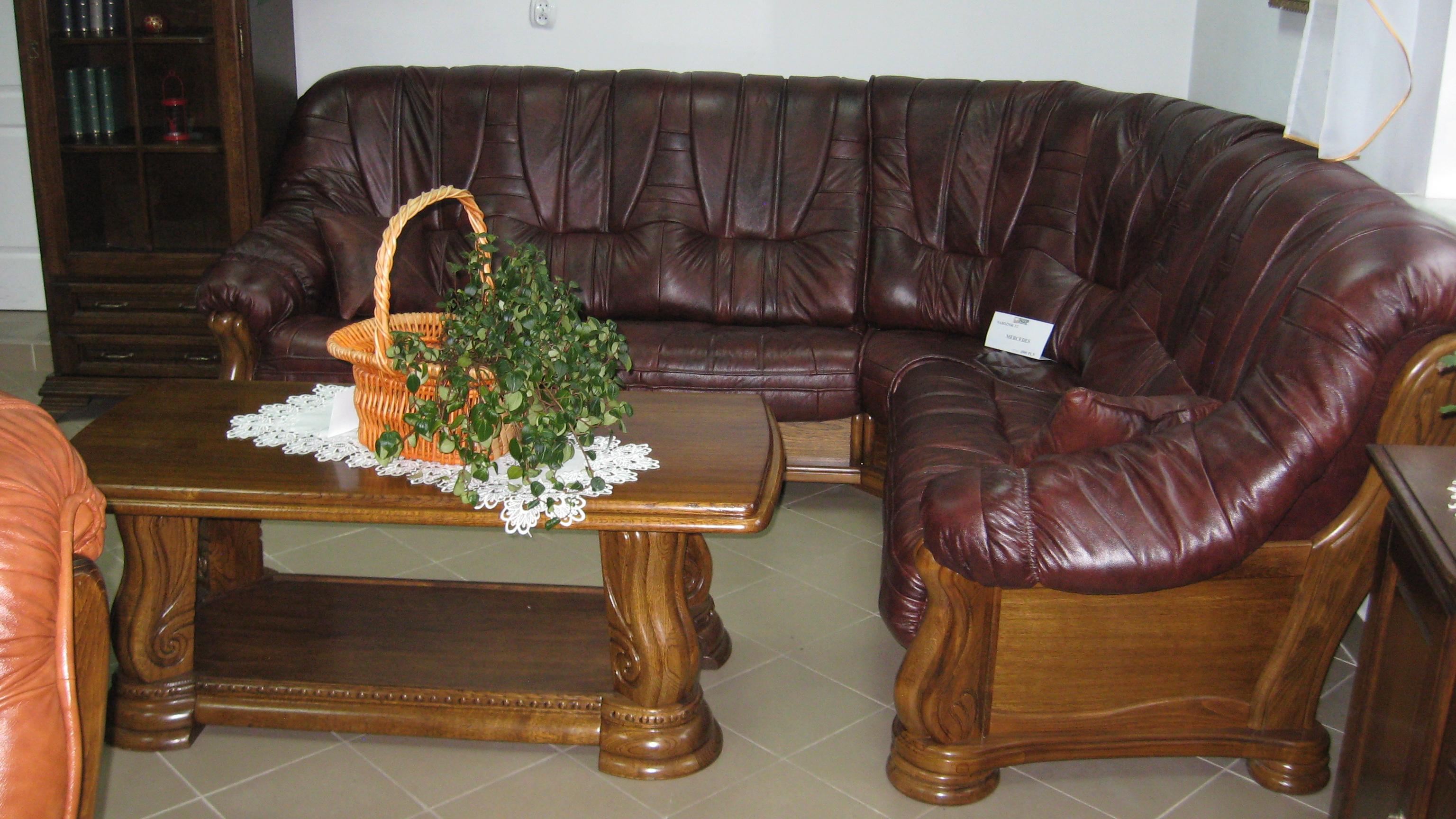 Угловой кожаный диван в дубовом каркасе