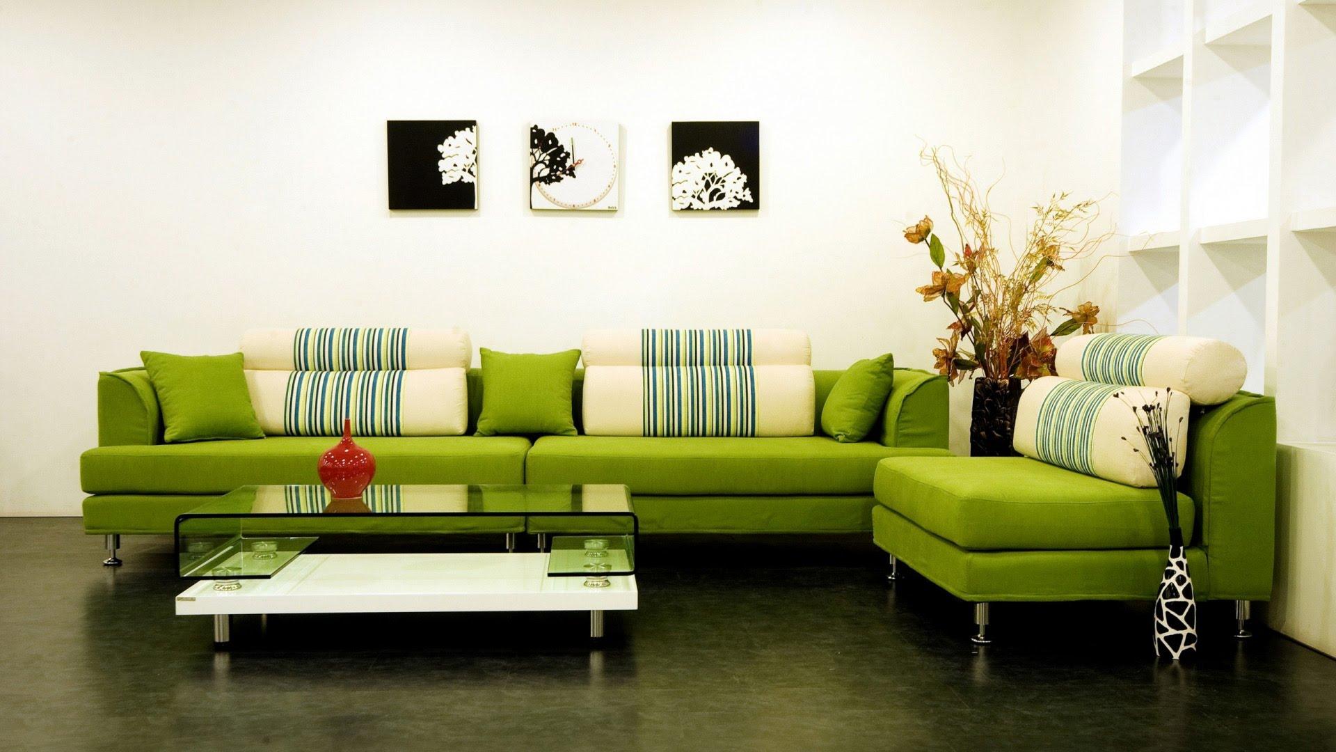 Яркий диван дополнит общий интерьер