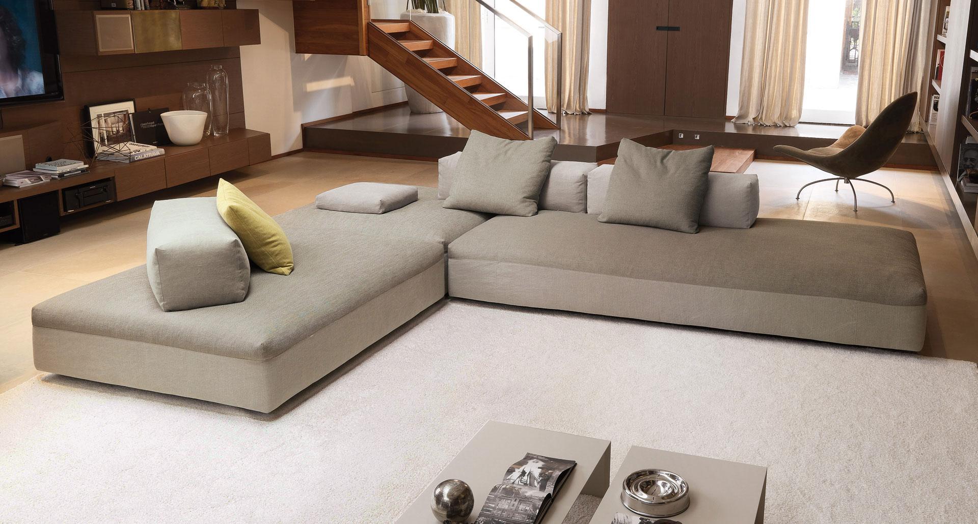 Большой серый угловой диван для зала