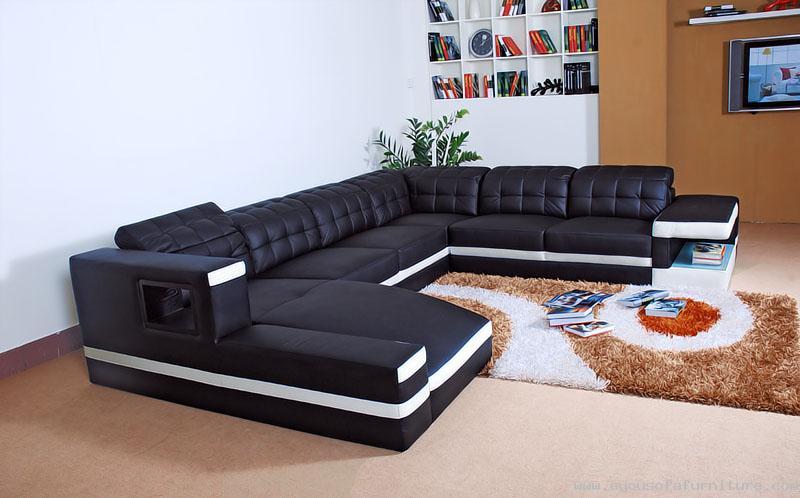 Черно-белый кожаный диван