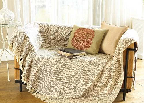 Как выбрать покрывало на диван