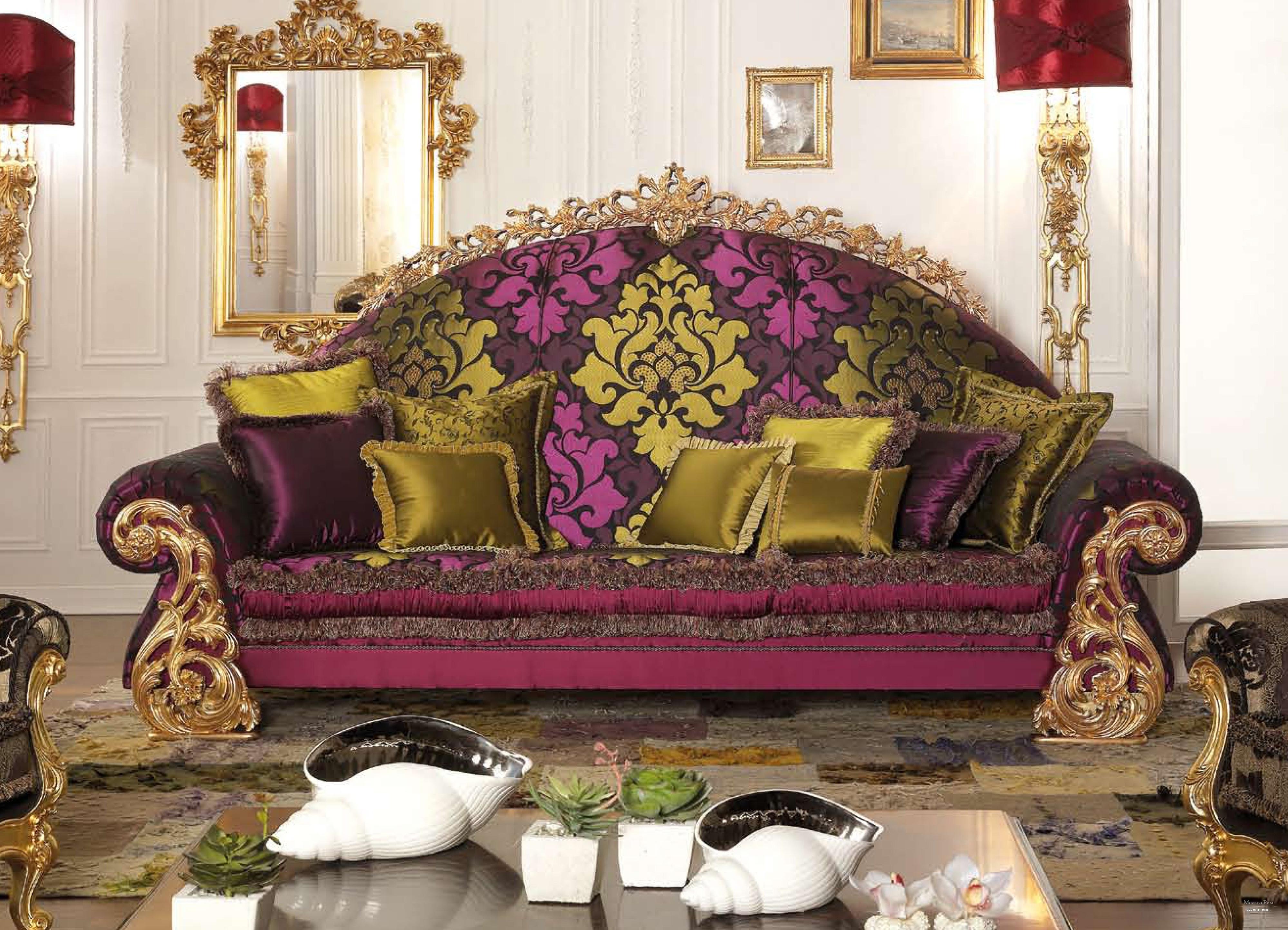Красивый диван в интерьере