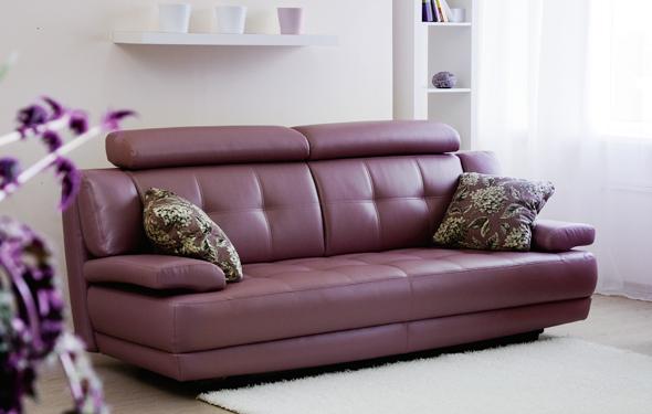 Красивый кожаный диван