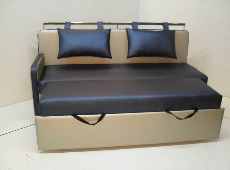 Небольшой раскладной диван