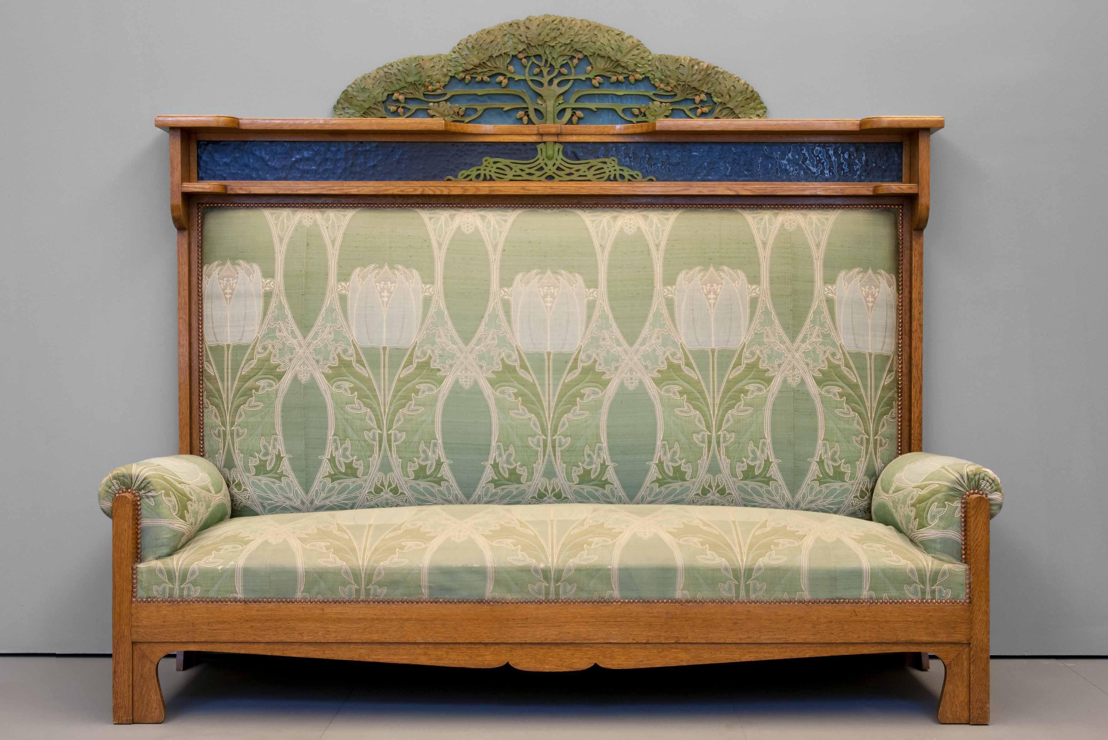 Необычное оформление дивана