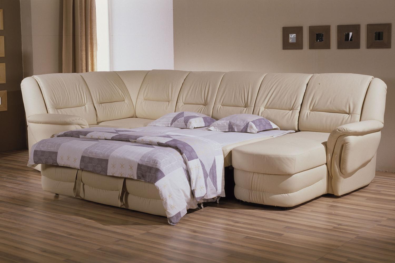 П образный диван в гостиной