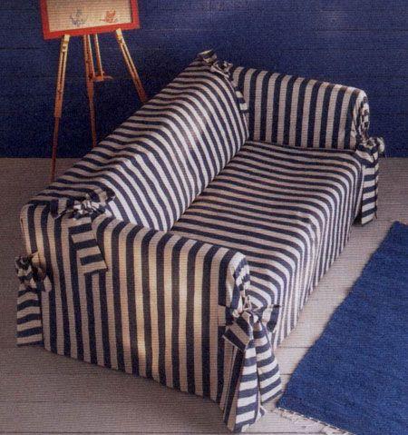 Полосатый чехол для дивана