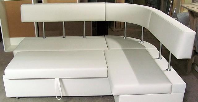 Полукруглый кухонный диван