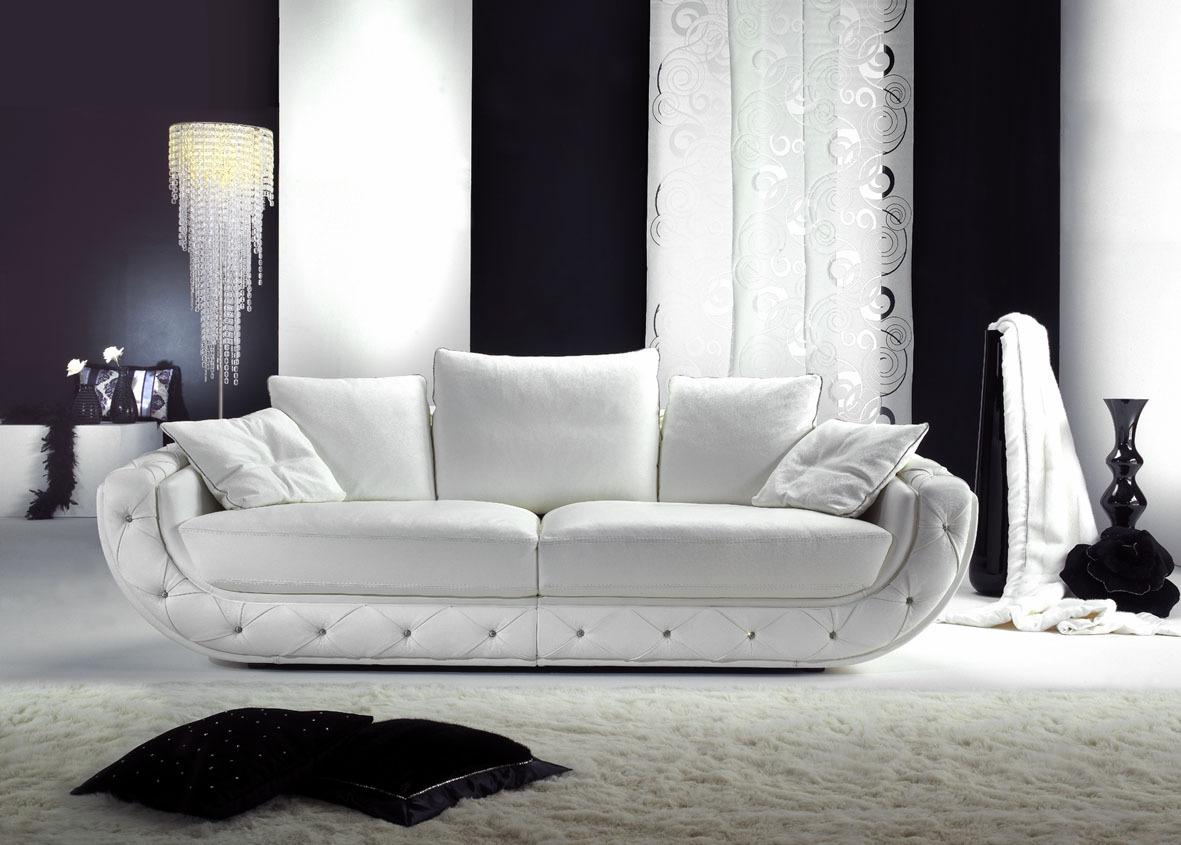 Привлекательный диван в гостиную