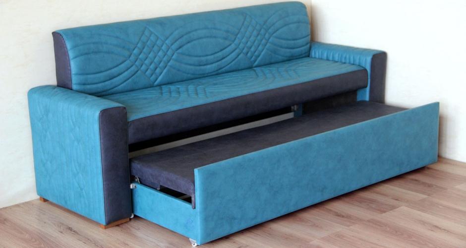 Прямой диван в синем цвете