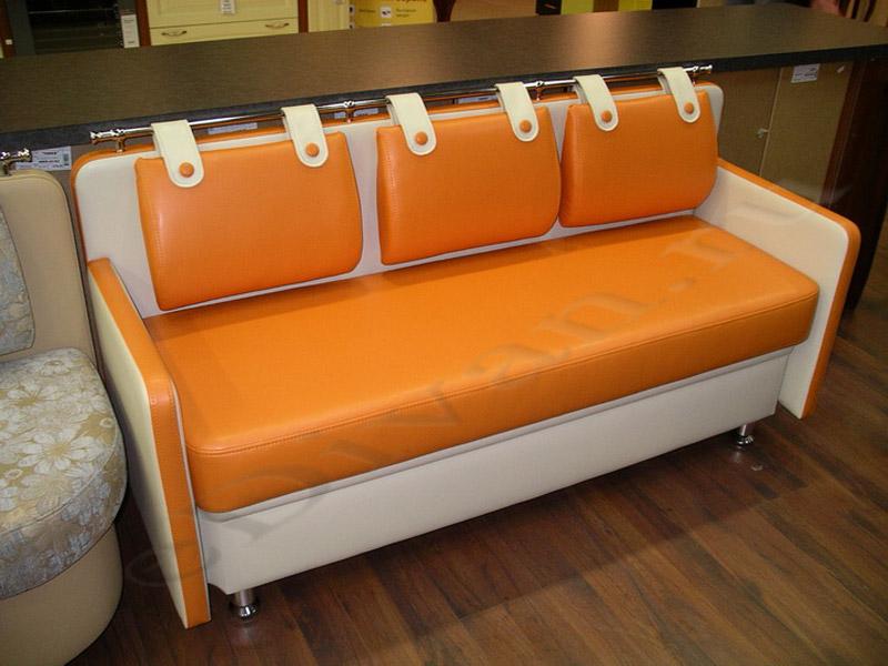 Прямой оранжево-белый диван