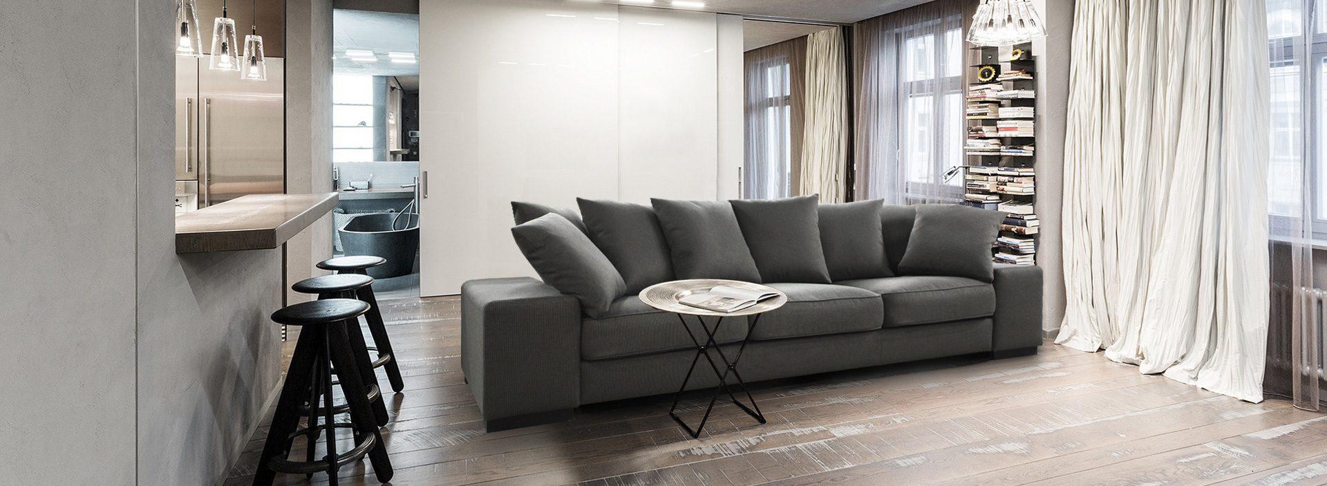 Прямой серый диван