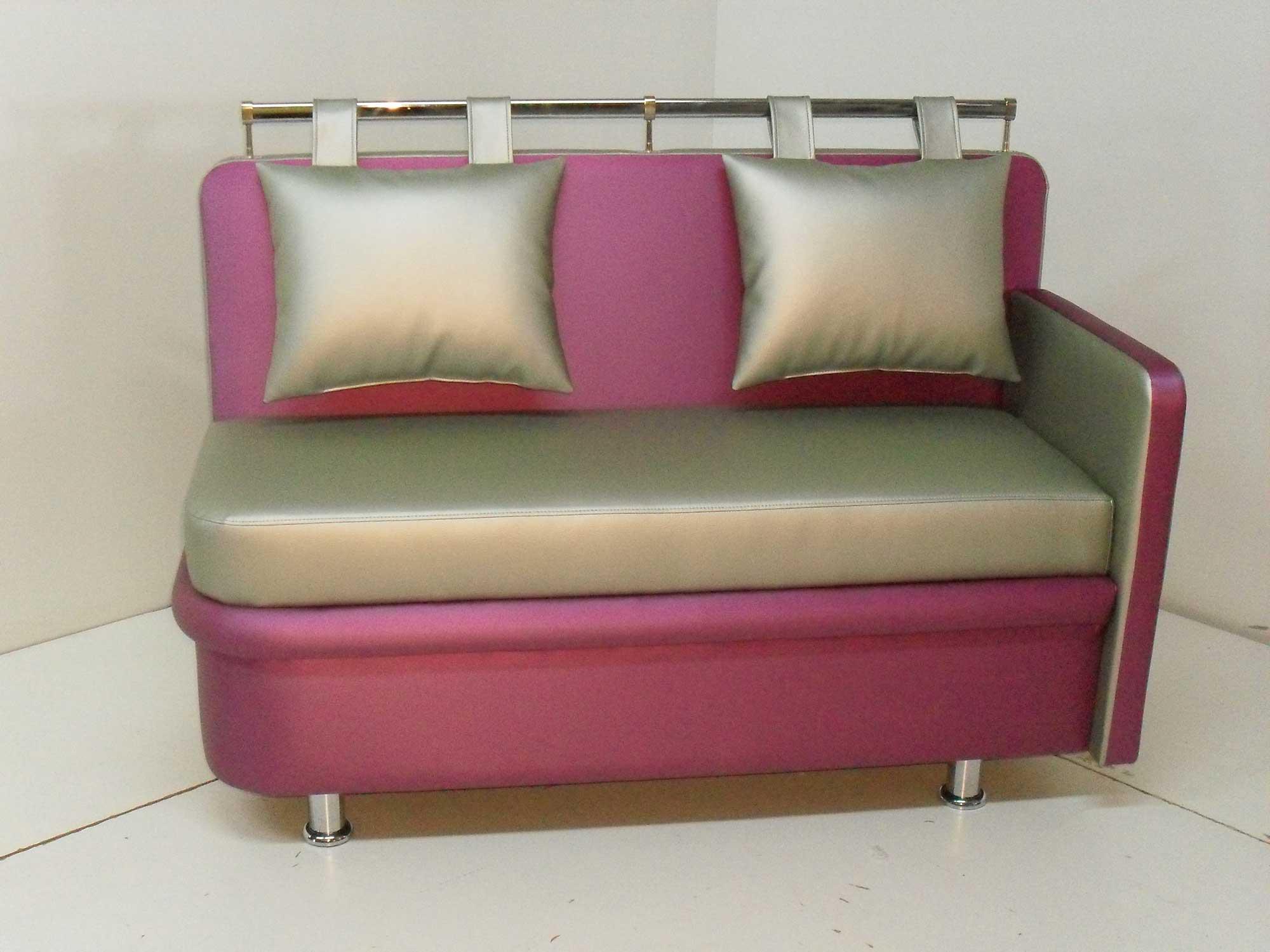 Розовый кухонный диван
