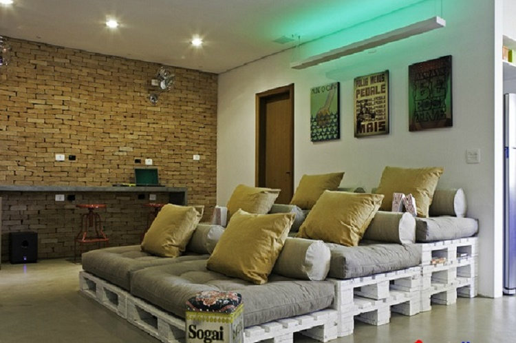 Ступенчатый диван