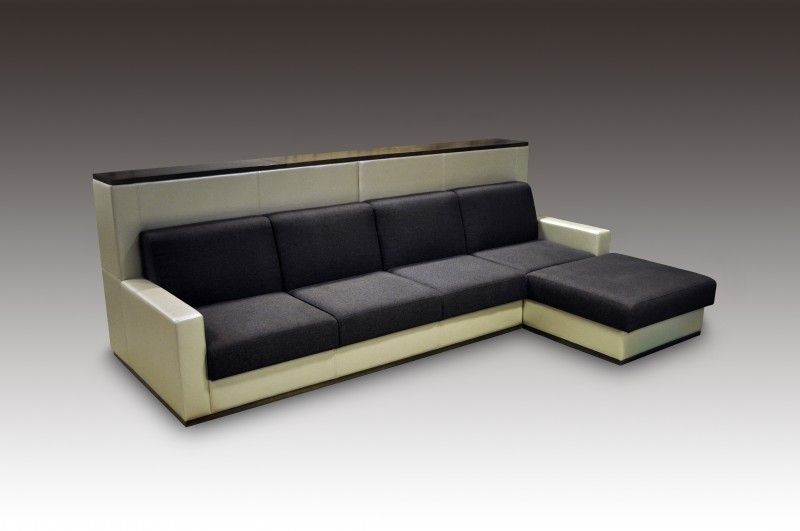 Угловой диван с высокой спинкой