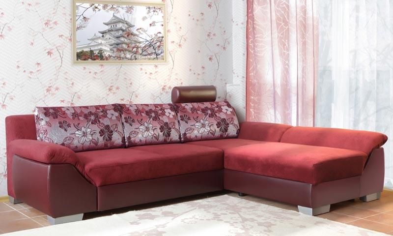 Угловой диван в бордовом цвете