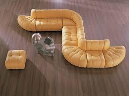 В виде сложной фигуры диван