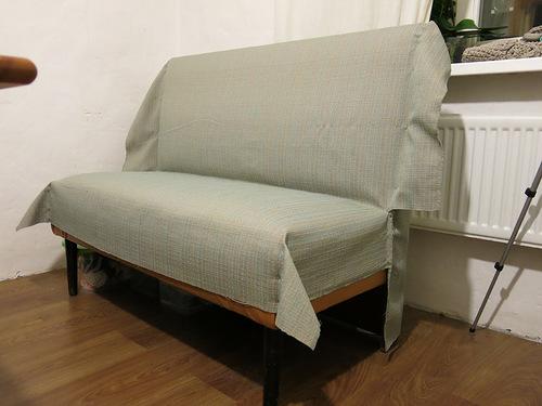 Выкройки скалываются на диване