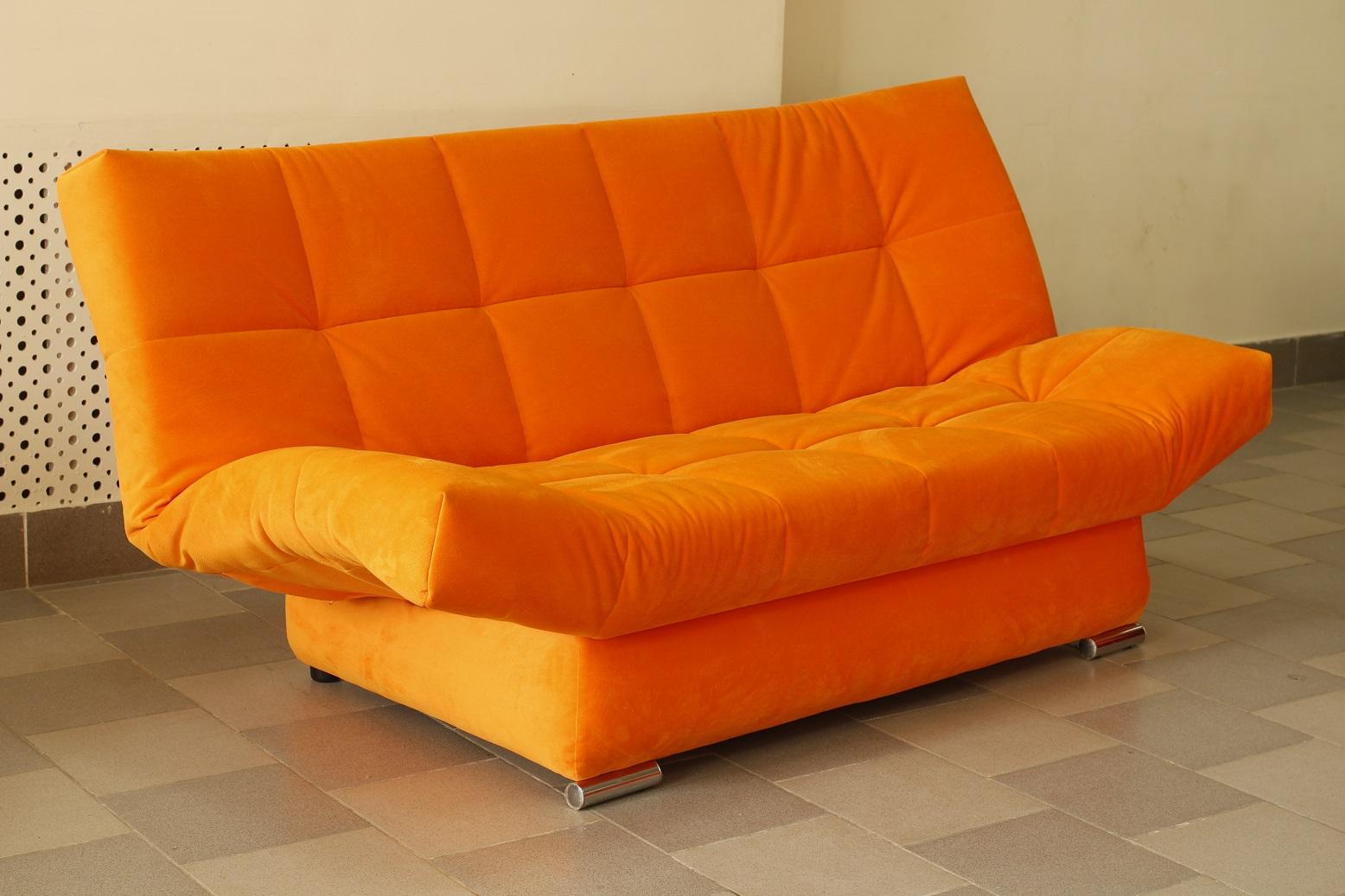 Яркий диван