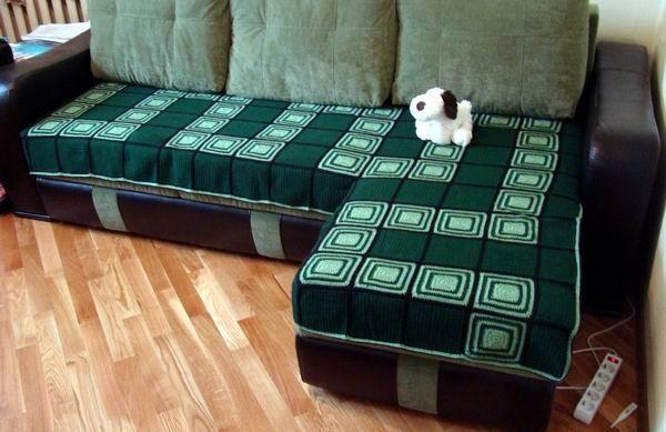 Зеленое покрывало на угловой диван