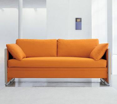 Акцентный диван оранжевого цвета