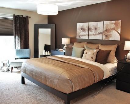 Бежево-коричневая кровать для дома