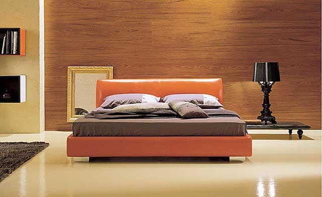 Бледный оттенок оранжевой кровати