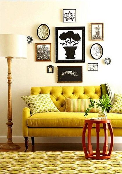 Бледный оттенок желтого дивана