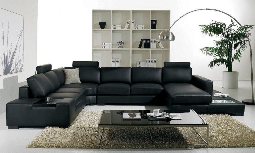 Большой диван черного цвета для дома