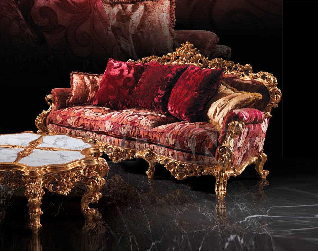 Бордовый диван в шикарном оформлении