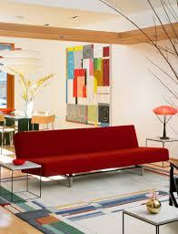 Бордовый диван в современном стиле