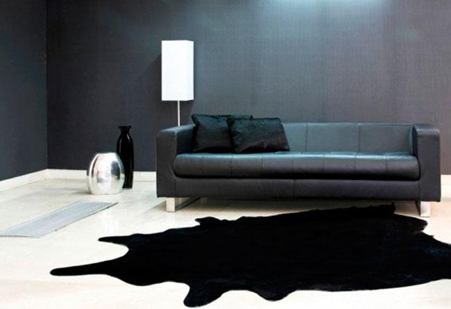 Черные диваны смотрятся привлекательно
